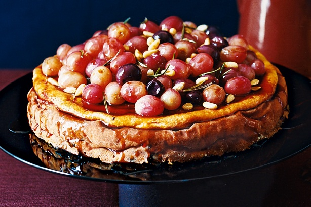 ... community » Ricotta cheesecake with red grapes in a wine caramel